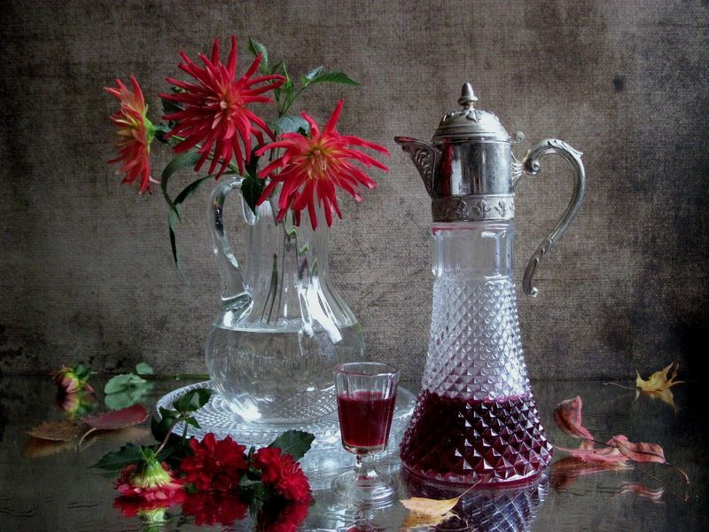 цветы, букет, георгины, кувшин, декантер, рюмка, винтаж Гранатовый сокphoto preview