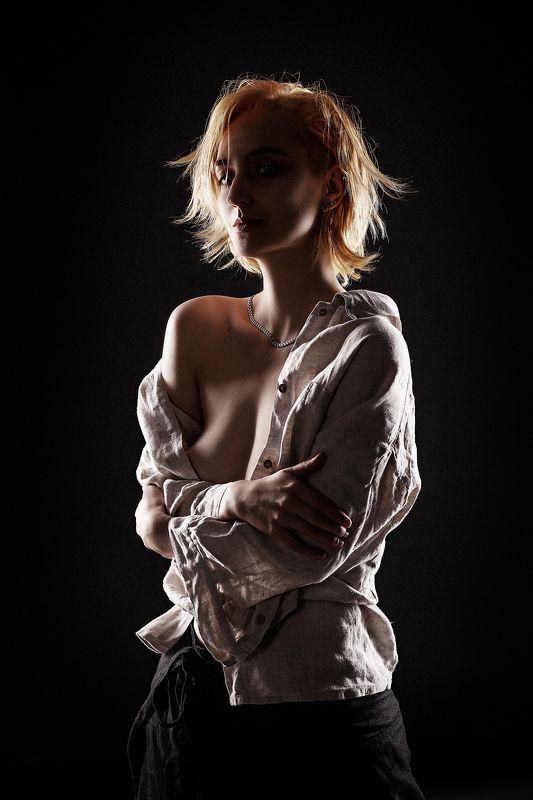 контровый свет портрет девушка женщина Женский портрет в контровом светеphoto preview