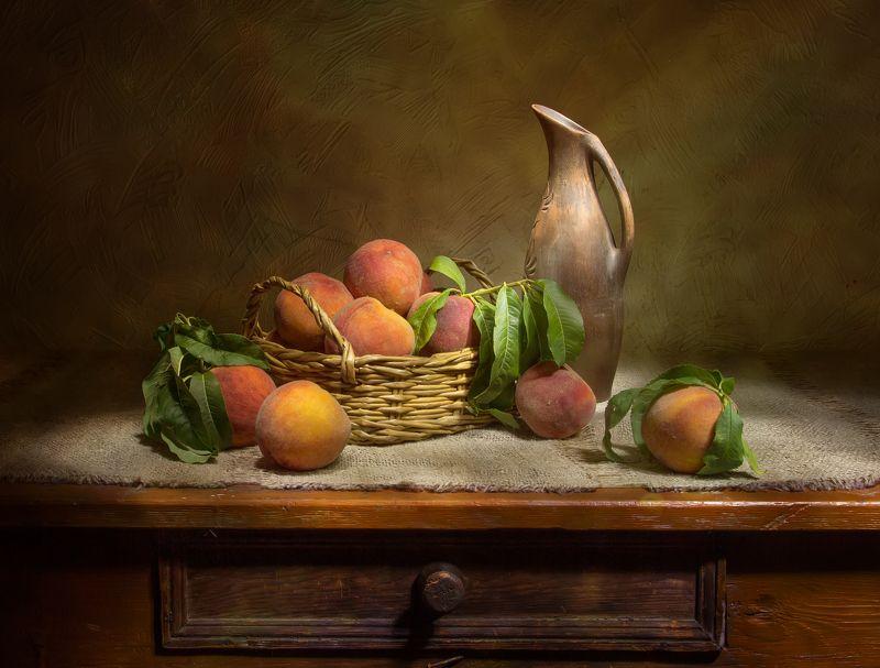 натюрморт, персики, кувшин Крымские персики... фото превью