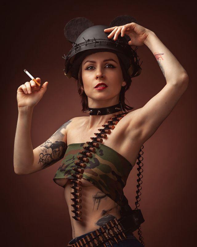 брайан виверос brian viveros каска портрет сигарета милитари По мотивам образов Брайана Вивероса (Brian M. Viveros)photo preview