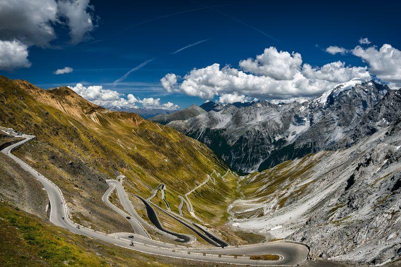 дорога, горы петляяphoto preview