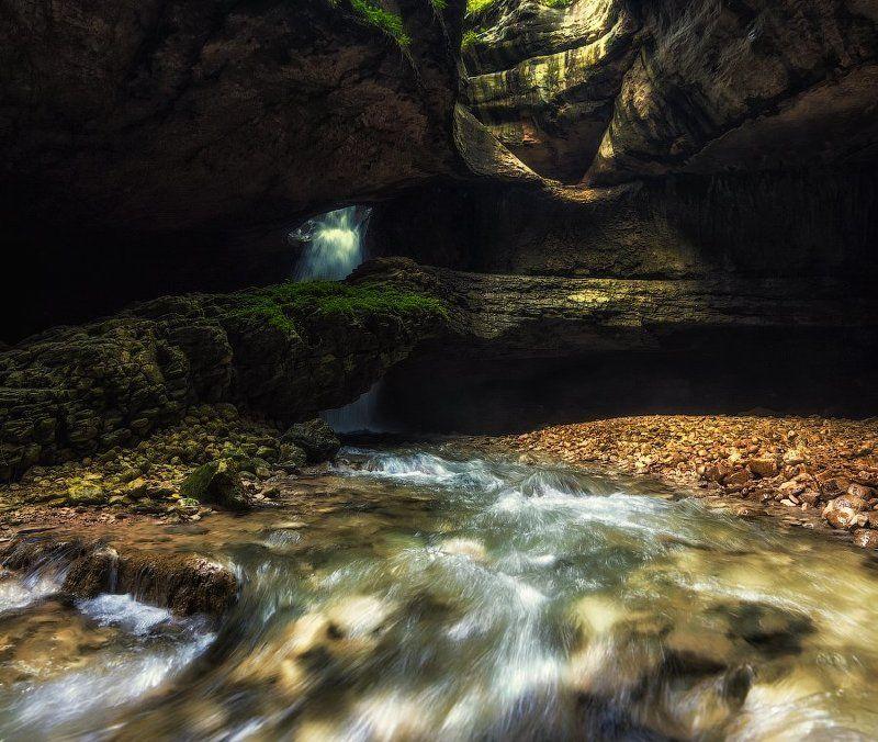 Водопад в пещере.photo preview