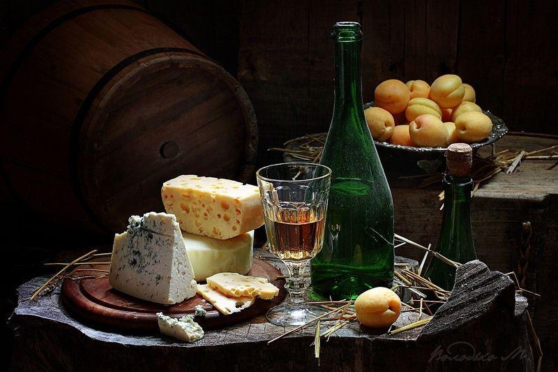 вино,сыр В винном погребкеphoto preview