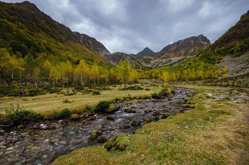 горы, горная река, осень Начало осениphoto preview