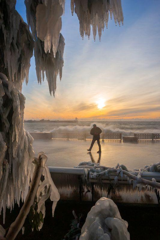 крым, ялта, набережная, циклон, море, пляж, волна, пейзажи крыма, мороз, набережная ленина, лед, холод, зима в ялте Шторм в Ялтеphoto preview