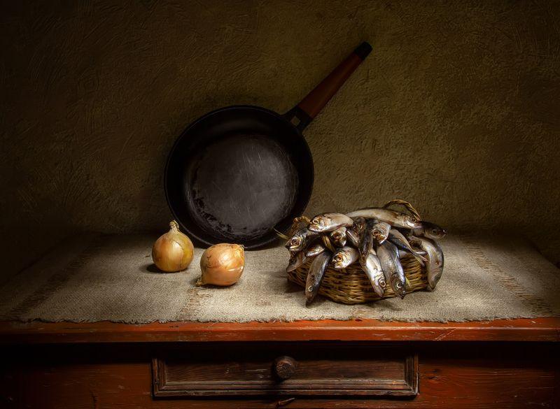 натюрморт, крымская ставридка, ставридка, рыба, лук Крымская ставридка.... фото превью