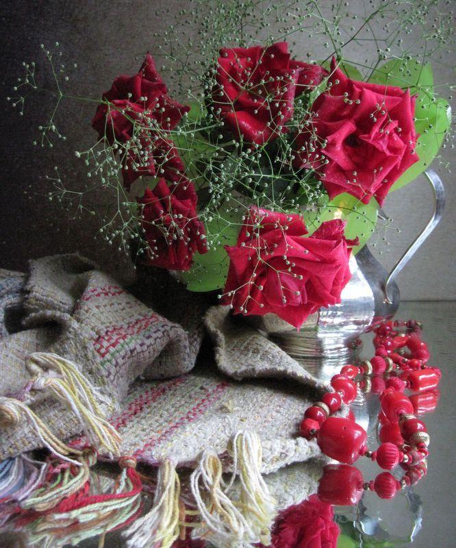 цветы, букет, розы, кувшин, бусы, бижутерия, винтаж, коврик Красные розыphoto preview