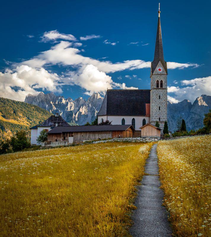 церковь, горы дорожкаphoto preview