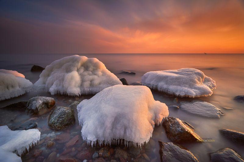 The Baltic Sea, the sea, sunrise, clouds, landscape, waves, stones, winter Baltic Sea.photo preview