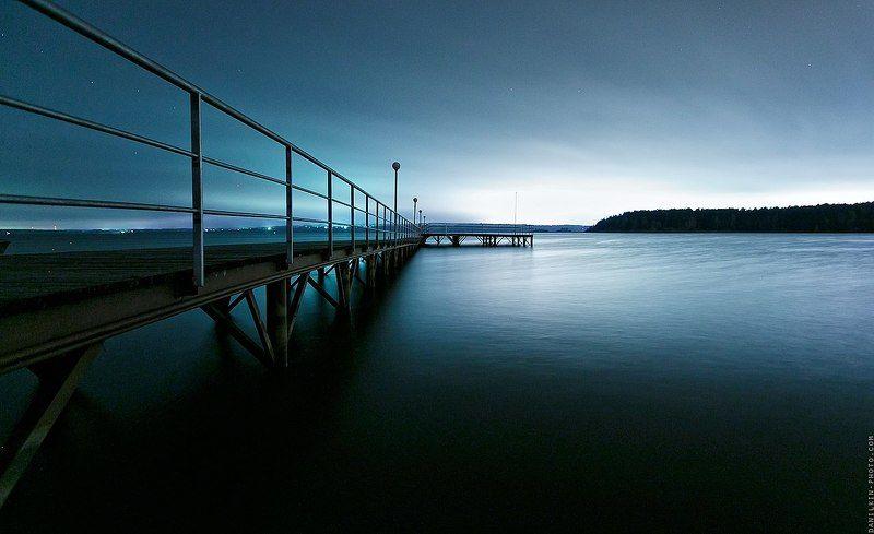 Ночью, над водойphoto preview