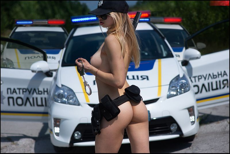 police, auto, gun, car, girl Speed Limit ©photo preview
