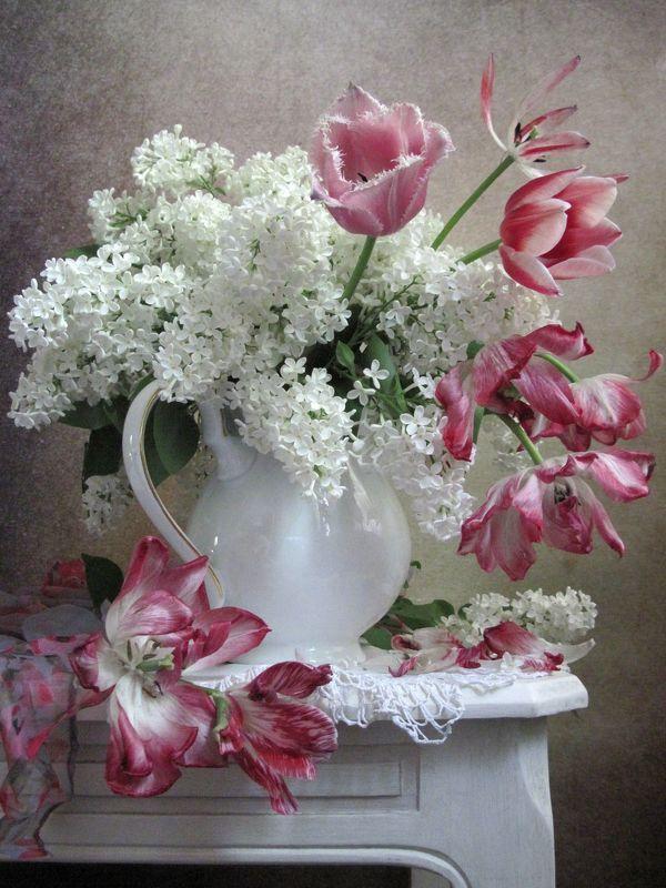 цветы, букет, сирень, тюльпаны,кувшин, фарфор С белой сиренью и тюльпанамиphoto preview