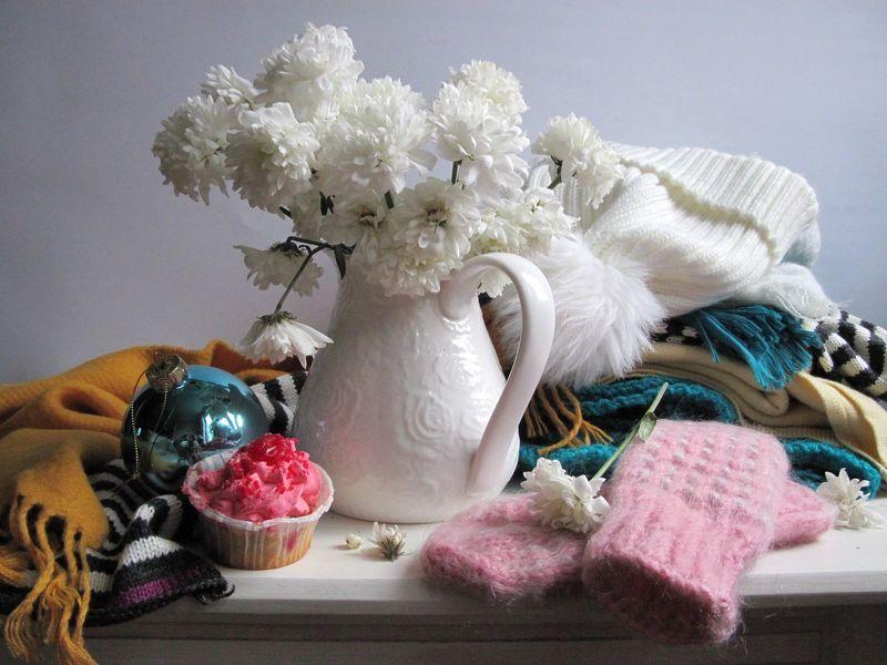 цветы, букет, хризантемы, шапка, варежки, шарфики, пирожное К зиме готовыphoto preview