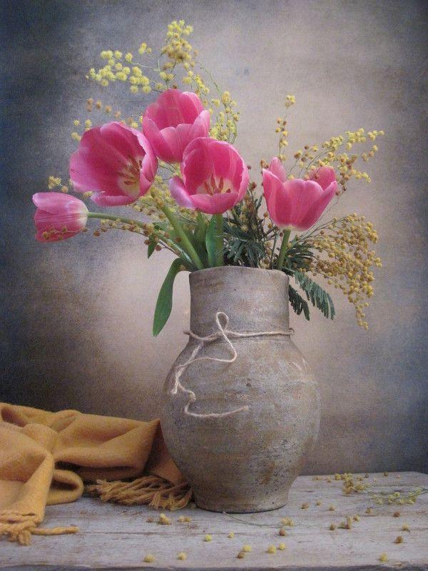 цветы, букет, мимоза, тюльпаны, кувшин, шарф, винтаж Первые тюльпаныphoto preview