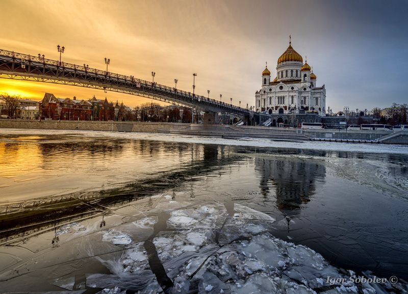 храм христа спасителя, зима, москва, лёд, москва-река Храм Христа Спасителяphoto preview