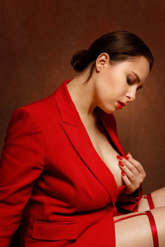 девушка портрет студия автопортрет красныйцвет женскийпортрет жанровый Self-portrait. November.photo preview