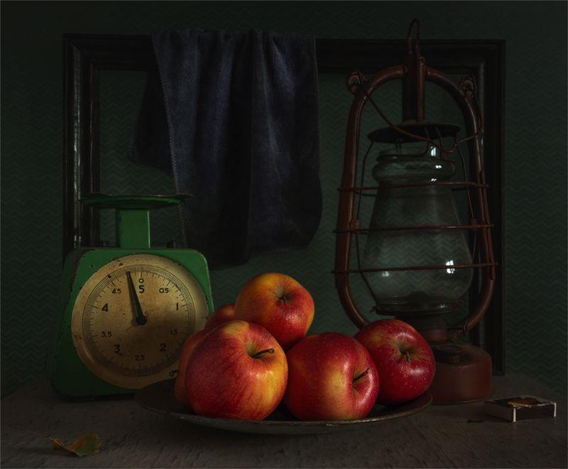 still life, натюрморт,    винтаж,   ретро, яблоки, еда, фрукт, спелый, весы, лампа, натюрморт с яблокамиphoto preview