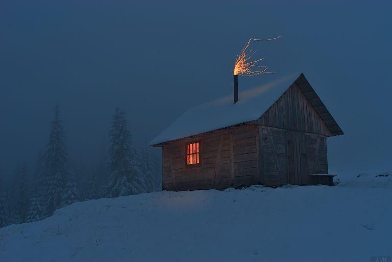 сумерки, одиночество, хижина, свет, горы, ели, снег, туман, искры, пейзаж, mountains, landscape, flame, light, loneliness, twilight, hut, pine, trees, fog, misty, foggy Сумерки - час одиночестваphoto preview