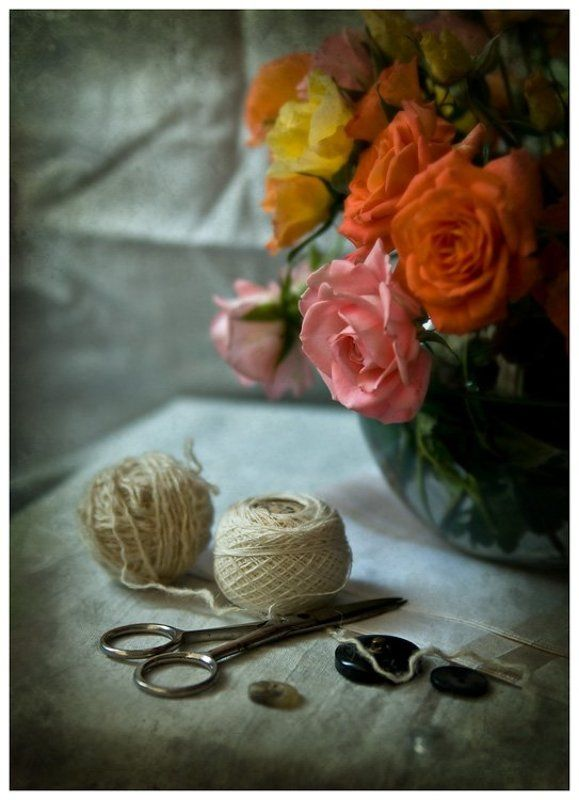 Нитки ножницы и розы...photo preview