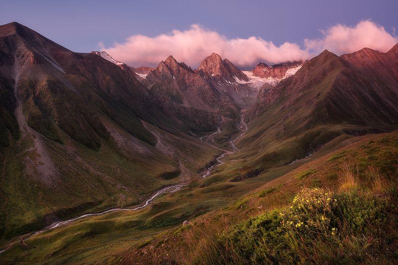 рассвет, горы, приэльбрусье, пейзаж, кавказ Ирикчатбаши на рассветеphoto preview