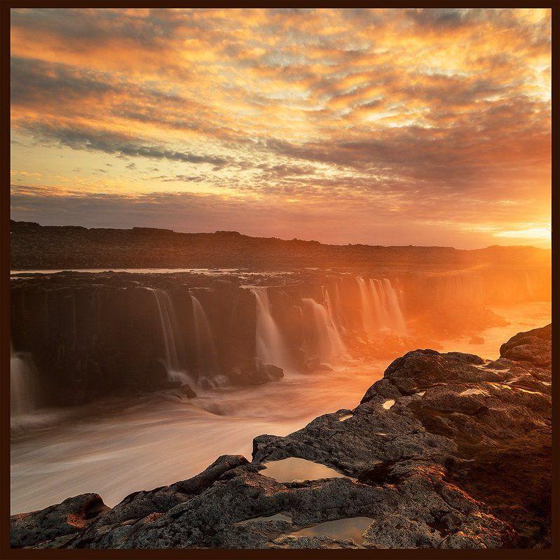 Красный водопадphoto preview