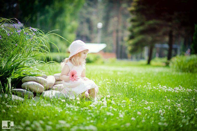 Девочка, Лето, Лужайка, Солнце, Трава ----photo preview