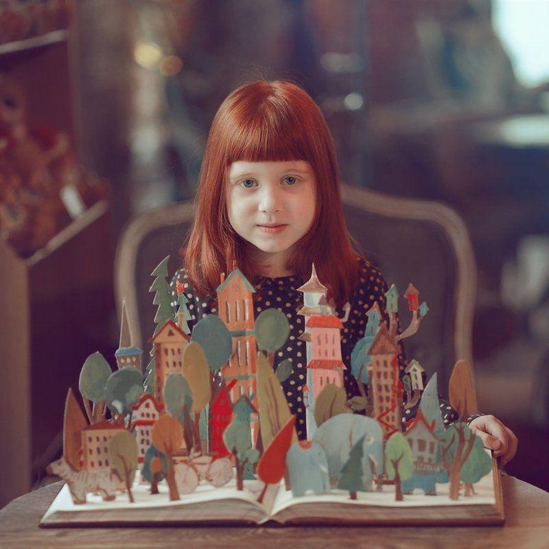 Город, Девочка, Кафе, Книга, Лес, Сказка Портретphoto preview