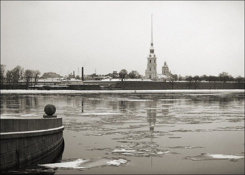 вид со стрелки Васильевского острова снежным декабрьским днёмphoto preview