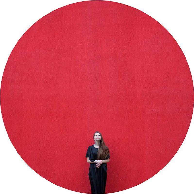 червоне та чорнеphoto preview