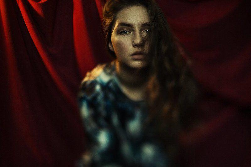 Красная штора, Портрет, Псевдотилт, Тилт photo preview