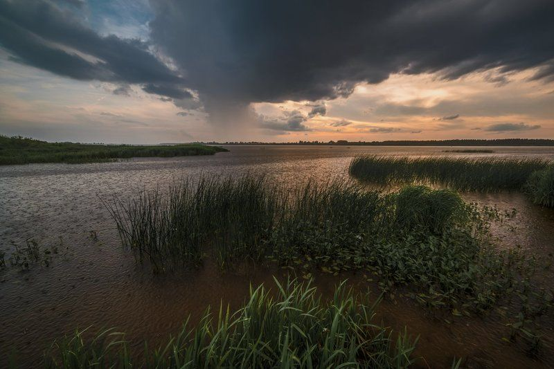Летний дождь над Волгойphoto preview