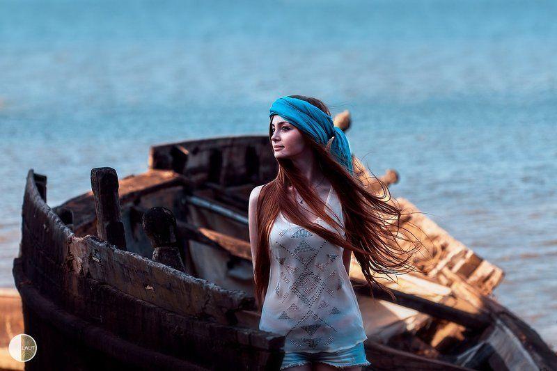 Софья в лодкеphoto preview
