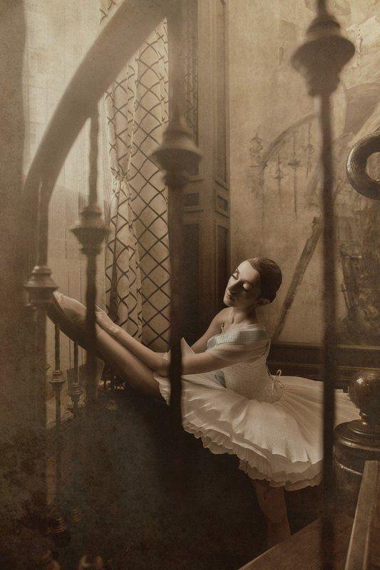 Танцовщица с табакеркиphoto preview