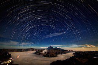 Звездное небо над вулканом Бромо