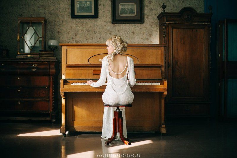 Piano girlphoto preview