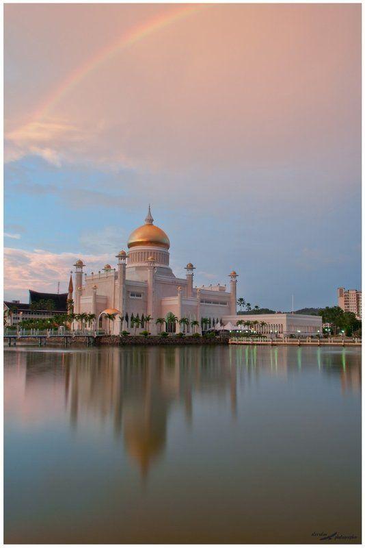 Бандар-Сери-Бегаван, Бруней, Мечеть Султана Омара Али Сайфудд После дождяphoto preview