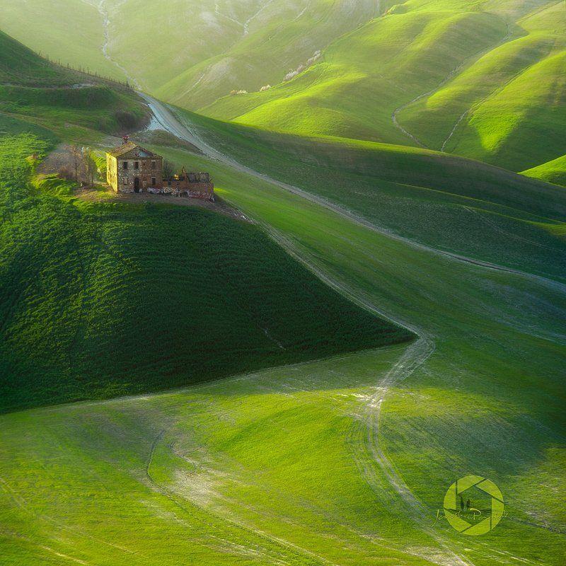 Farmhouse.../Tuscany, Italyphoto preview