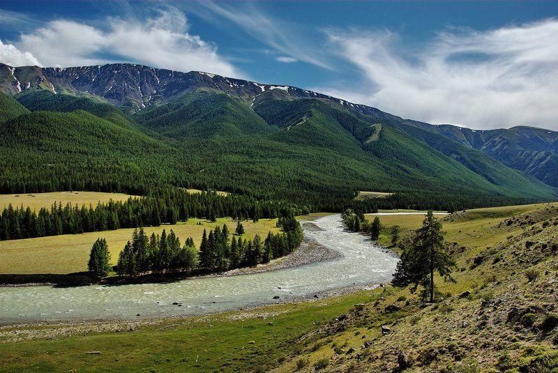 Скользит река, как шлейфphoto preview