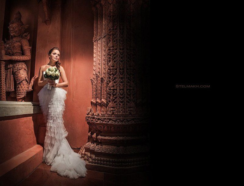 Bride in red temple.photo preview