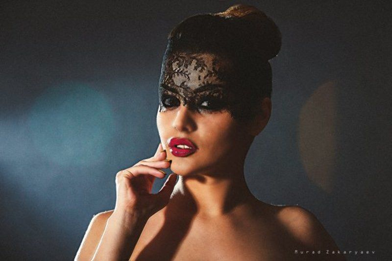Блик девушка тениphoto preview