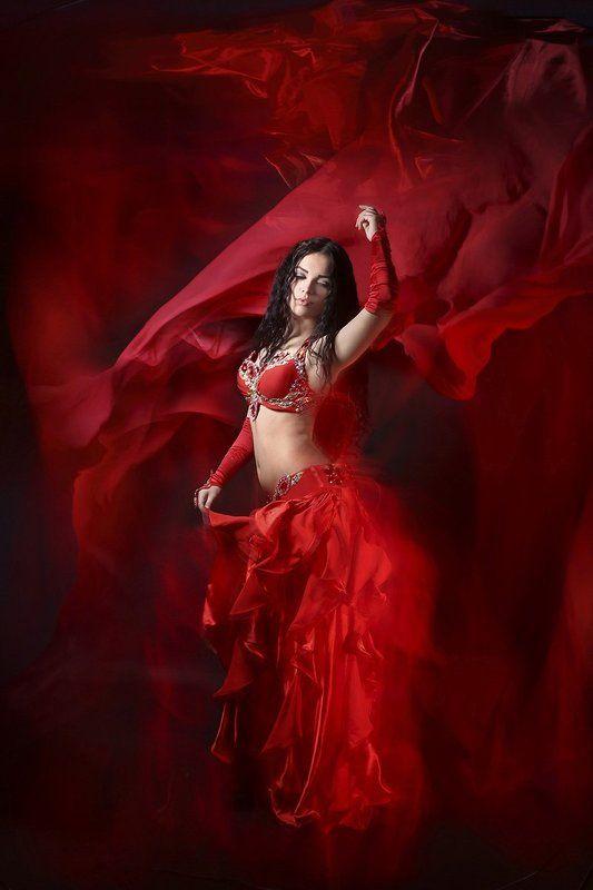 ...и словно в пламени огня, сгорает в танце...photo preview