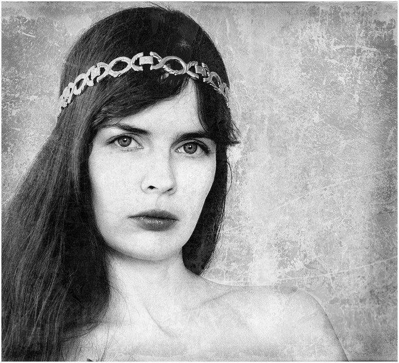 портрет, девушка Автопортрет в старинном стилеphoto preview