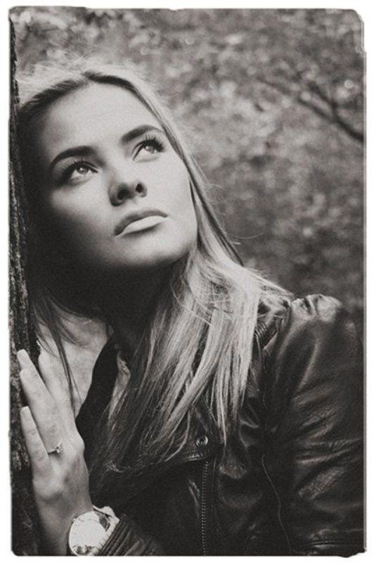 портрет, жанр, ч/б, девушка, природа, загадочность Лейлаphoto preview