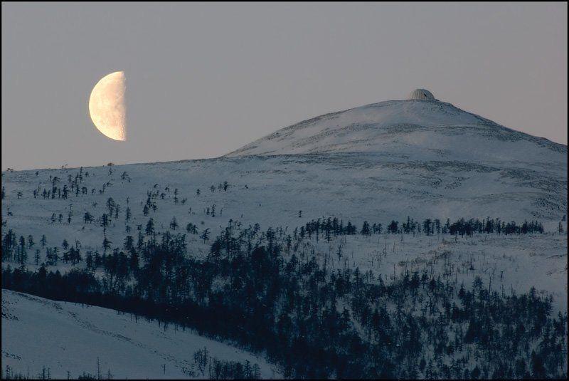 марчеканка, купол, луна Половинкиphoto preview