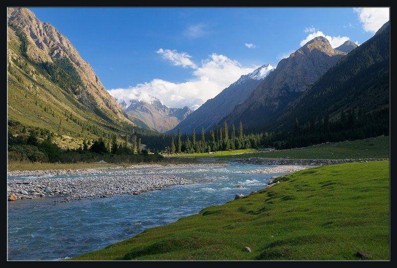 природа,горы,лес,река,дорога,облака,скалы,вершины,луг Уже хочется летаphoto preview