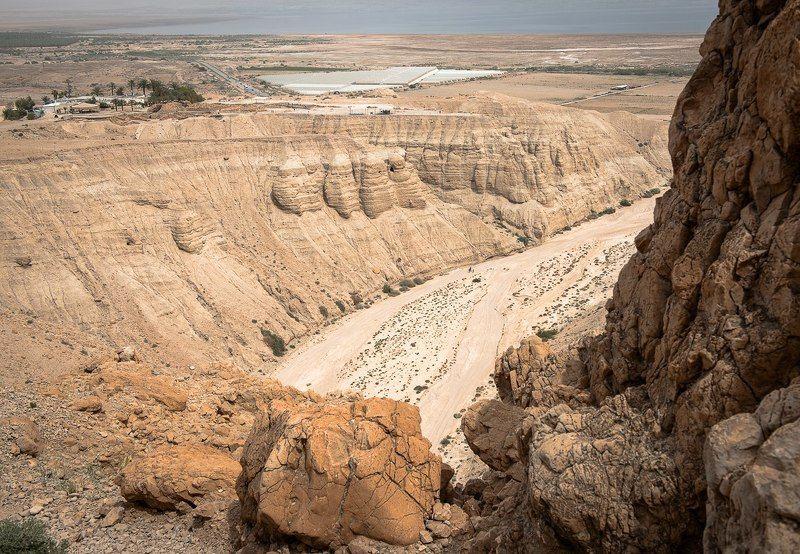 Вид на кумранские пещерыphoto preview