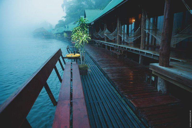 Отель на воде. Река Кхвэяй (Khwae Yai, Kwai), Тайланд, 11.11.2013 г.photo preview
