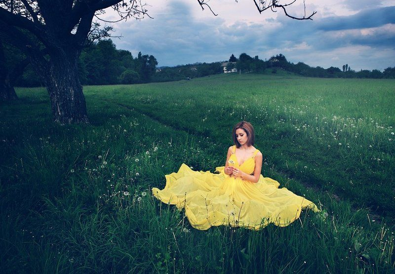 GIrl with yellow dressphoto preview