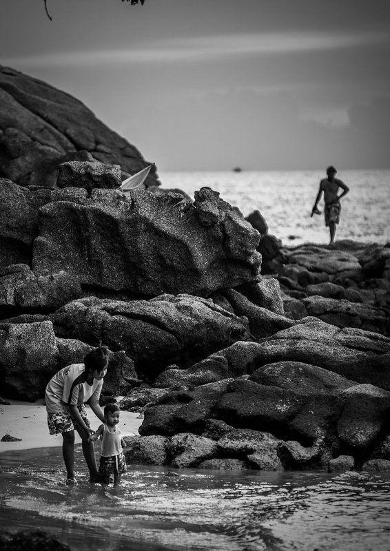 Камни, Купание, Море, Пхукет, Ребенок, Тайланд, Чб Необычный Пхукетphoto preview