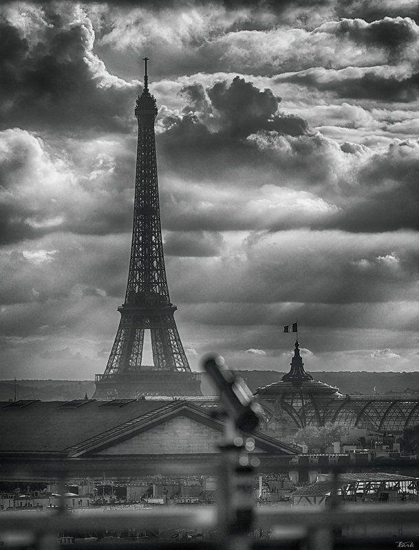 Над Парижем облачноphoto preview